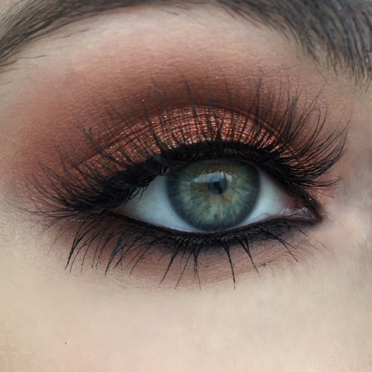 Stunning look to make your light eyes pop! Created by the sweet & talented Heidi Makeup Artist using Makeup Geek's Flame Thrower, Peach Smoothie, Cocoa Bear and Frappe eyeshadows along with Immortal gel liner to top off the look. Click to see how to recreate this look in just SIX EASY STEPS!