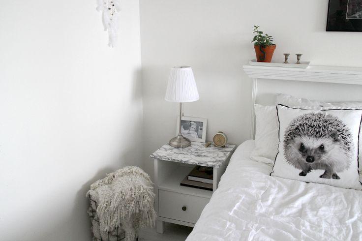Our DIY faux marble nightstands. Blog: Koti-ikävä ja matkakuume
