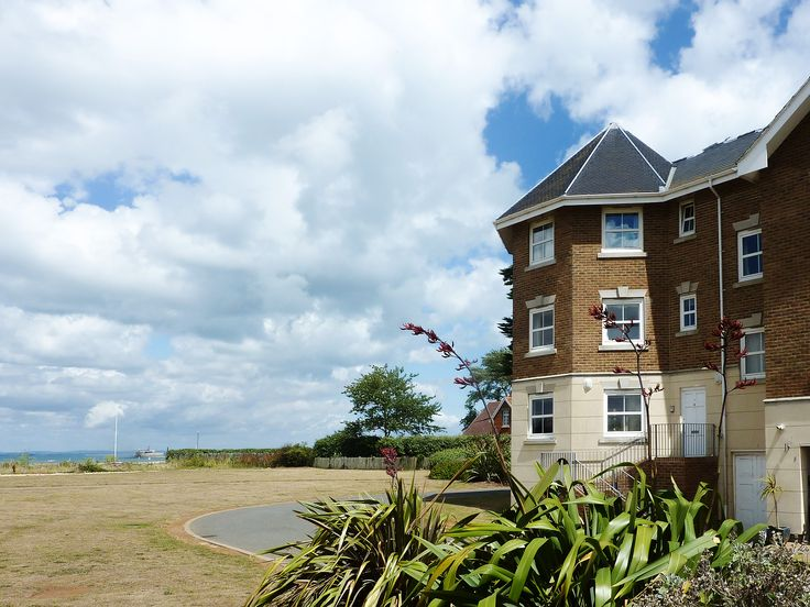 This lovely waterside apartment, with direct access to Bembridge Beach, is perfect for a hassle-free seaside holiday.