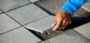 3 dicas para escolher o piso antiderrapante para o quintal e 17 modelos