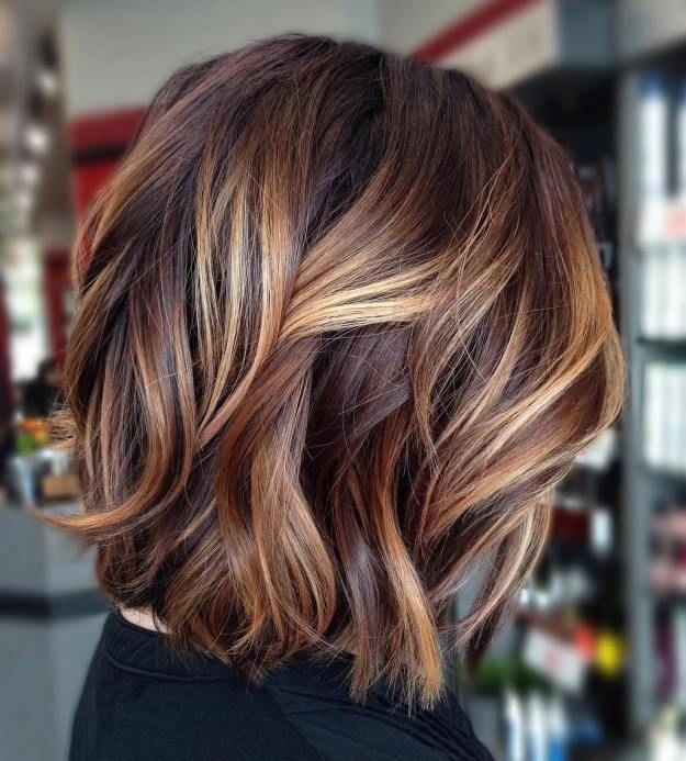 Couleurs de cheveux bruns fabuleux avec des points culminants blonds – Coupe de …        Couleurs de cheveux bruns fabuleux avec des points culminants blonds – Coupe de Cheveux