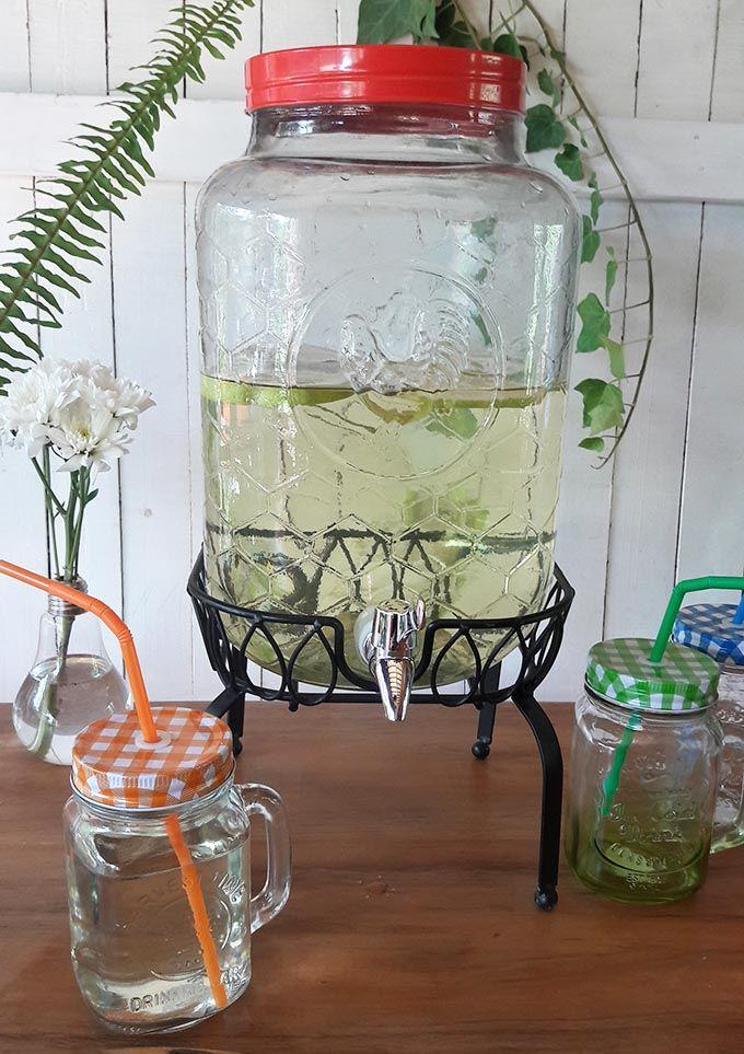 Los dispensadores de jugo, un gran invento que puedes usar en fiestas y cada día. En nuestra tienda online www.labellezadelascosas.cl