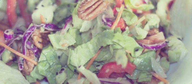 Кресс салат , красная капуста и орехи пекана