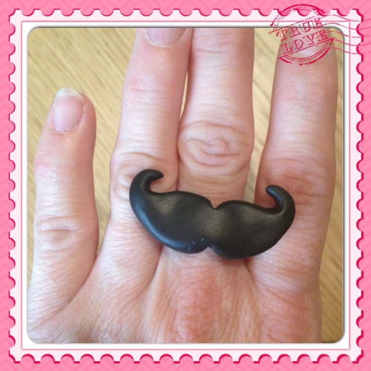 Bague tendance moustache :)