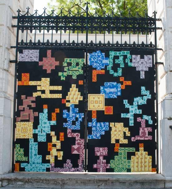 venezia-installazione-museo-peggy-guggenheim-ingresso-portone