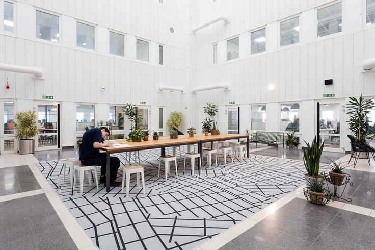 Time Inc. UK, one of the largest media companies in the world, required a dynamic and quirky workplace for 600 staff, to include a multitude of work-settings that accurately reflected their well-known brand.