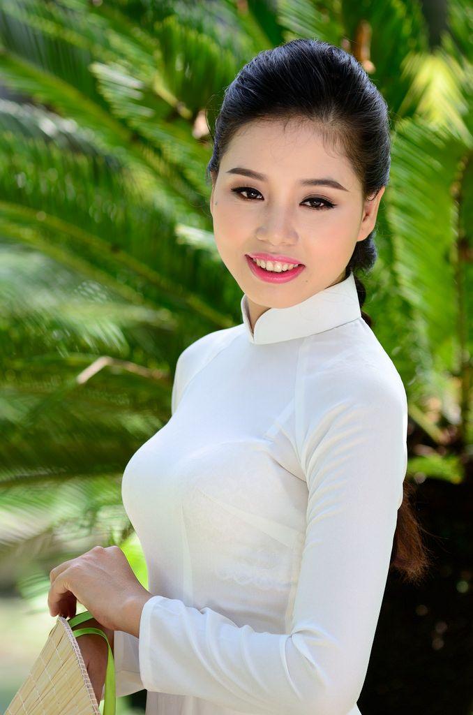 Vietnamese Women In Ao Dai Vector Illustration Stock