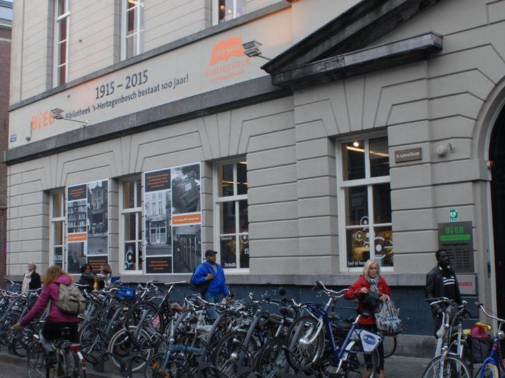 DEN BOSCH - Bibliotheek stadsBiEB Centrum in Den Bosch houdt vanaf maandag 15 februari speurtochten voor kinderen vanaf 5 jaar. De tocht is geïnspireerd op het boekje Kik is op Mik, dat weer verbonden is aan de middeleeuwse kunstschilder Jeroen Bosch.