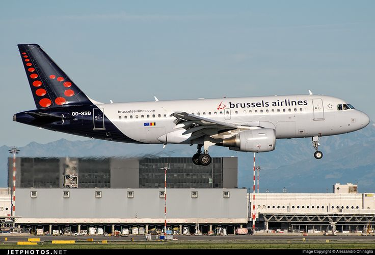 Airbus A319-111, Brussels Airlines, OO-SSB, cn 2400, first flight 141 passengers, 3.2.2005 (Frontier Airlines), Brussels delivered 6.12.2012. Active, for example 23.9.2016 flight Budapest - Brussels. Foto: Milano, Italy, 6.8.2016.