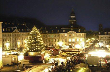 Weihnachtsmarkt Deutschland | German Christmas Market Alt-Saarbrücken - repinned by www.mybestgermanrecipes.com