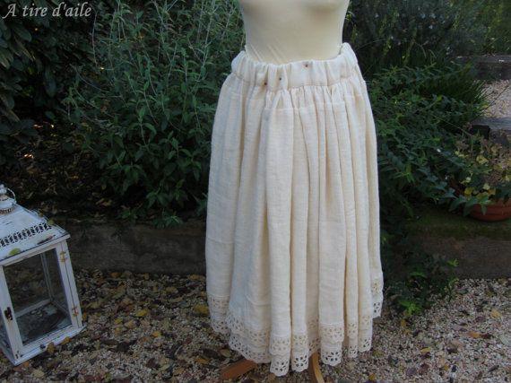 Jupe longue en lin jaune pâle romantique shabby chic par Atiredaile