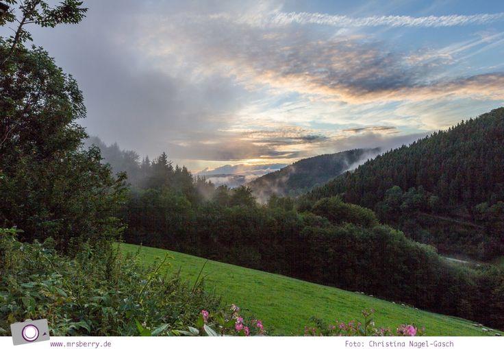 ZweiTälerLand im Schwarzwald: nach dem Regen folgt Sonnenschein und das erzeugt diese wunderschöne Stimmung im Sonnenuntergang