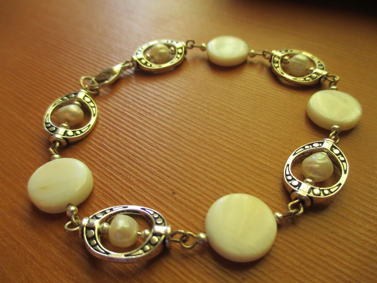 Elegant handmade freshwater pearls bracelet