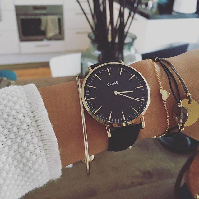 les 235 meilleures images du tableau montres femmes sur pinterest montres femmes accessoires. Black Bedroom Furniture Sets. Home Design Ideas