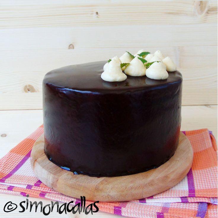 Tort de post cu caramel Tortul acesta a primit ovaţii din partea tuturor celor care l-au gustat. Aproape că nu le venea să creadă că e de post