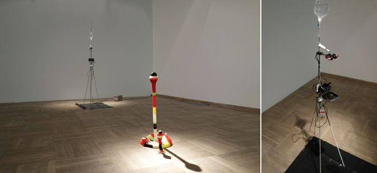 """Janek Simon, A Study of Splashes, instalacja (różne media), Wystawa """"Oddźwięki"""" Jakuba Woynarowskiego, Miesiąc Fotografii w Krakowie 2014"""