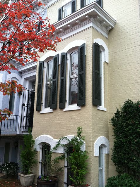 Georgetown townhouse love color scheme working black for Townhouse exterior
