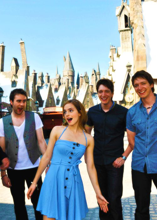 Emma Watson , Matthew Lewis , James Phelps and Oliver Phelps via 31.media.tumblr.com