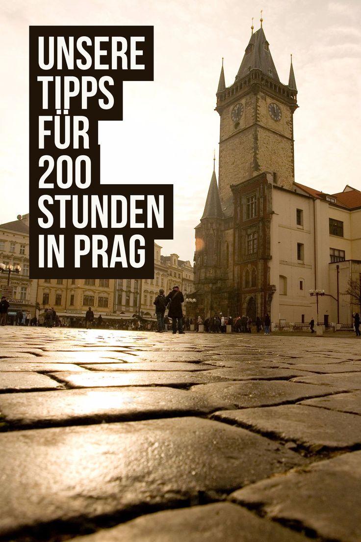 """Prag ist die """"Stadt der Tausend Türme"""". Du kannst natürlich versuchen, Sie in 200 Stunden alle zu besteigen. Weniger anstrengend und mindestens genauso lohnenswert sind aber die krummen Gassen, Cafés und die vielen anderen Sehenswürdigkeiten."""