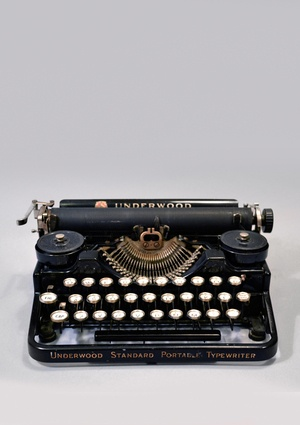 underwood portable typewriter 3 bank, 1920~1929