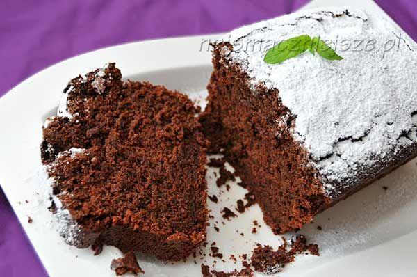 """Ciasto czekoladowe z cukinią. """"Ciasto jest idealne: pyszne, delikatne, puszyste. Nie mogę się od niego oderwać."""""""