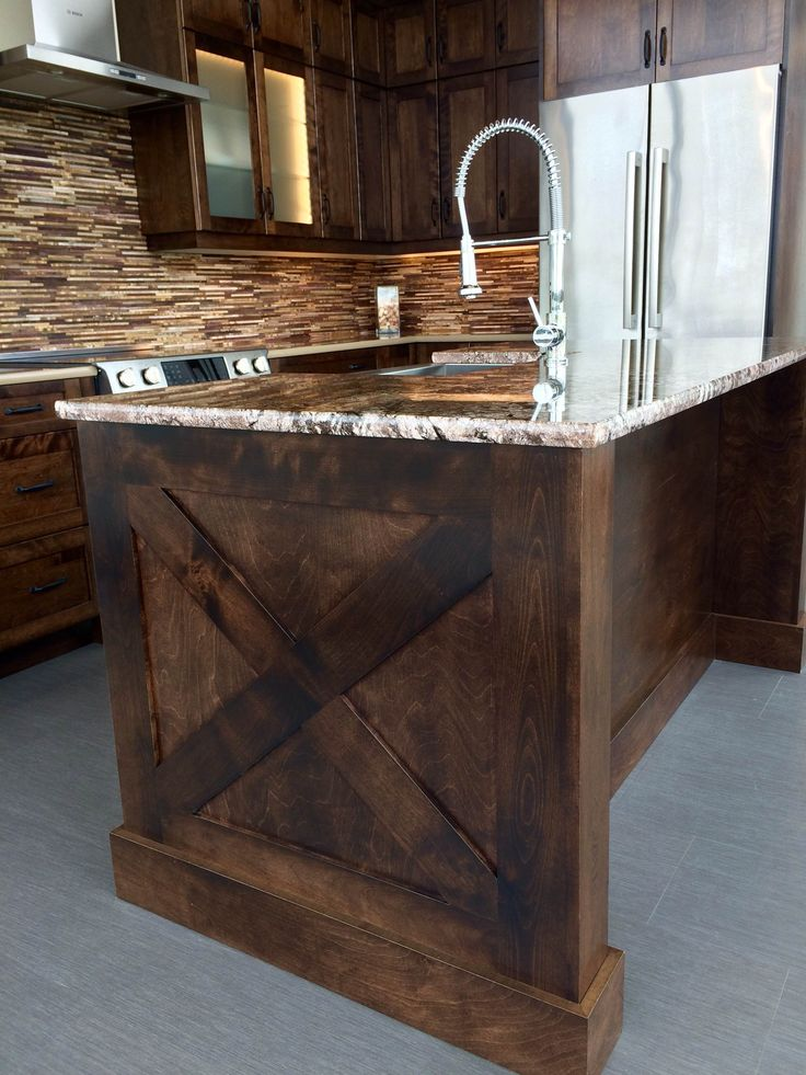 The X detail on this Custom Island made by @progressivecabinets brings extra character into the home