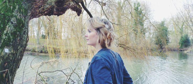 Marjolaine, des Chignons d'Anna, porte un headband Vous Mademoiselle !  French designer, jewels, headband  Crédits photo : Les Chignons d'Anna
