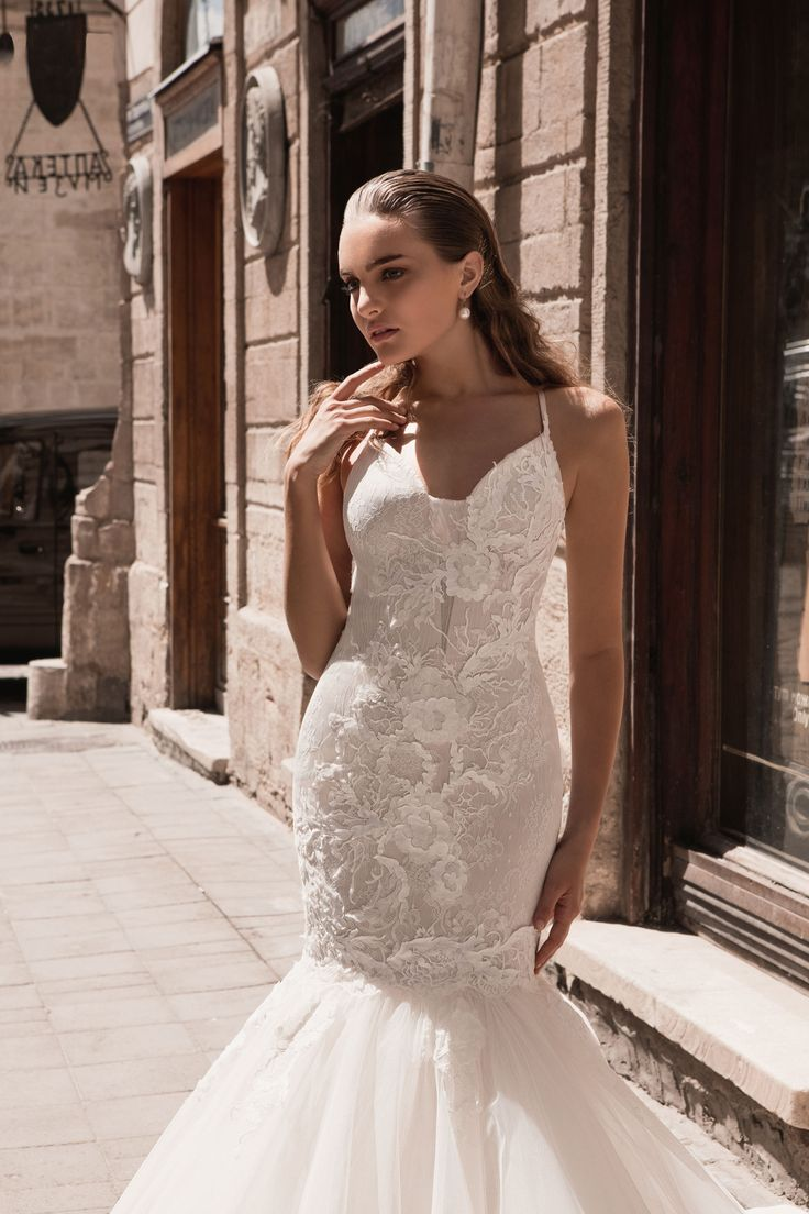 "Bianka - Wedding dress by Kaya Nova (Bellezza e Lusso). Collection ""Prague"" / Свадебное платье от дизайнера Kaya Nova (Bellezza e Lusso). Коллекция ""Prague"" #lusso #lussodress #bellezzaelusso #designer #eveningdress #weddingdress #yourwedding #wedding #newcollection #collection2017 #weddingdresses2017 #kayanova"
