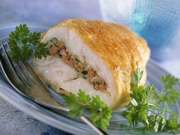 Mit Lachs gefüllter Steinbutt ist ein Rezept mit frischen Zutaten aus der Kategorie Meerwasserfisch. Probieren Sie dieses und weitere Rezepte von EAT SMARTER!