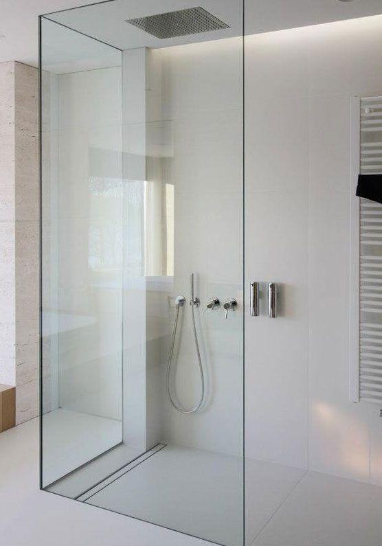 bao modernos con ducha sin plato con desage rectangular y mampara