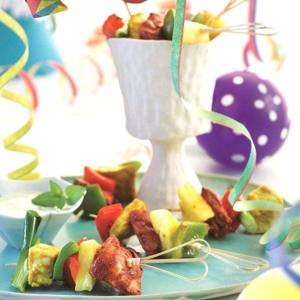 Feest op tafel! Kleurrijke kipspiesjes met een muntdip. #WeightWatchers #WWrecept