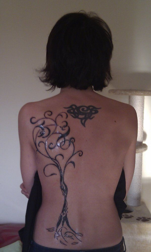 TATTOO TRIBES - Shape your dreams, Tattoos and their meaning - tree, leaves, aucalyptus, ivy, lettering, union, attachment, committment, family, protection, tenacity