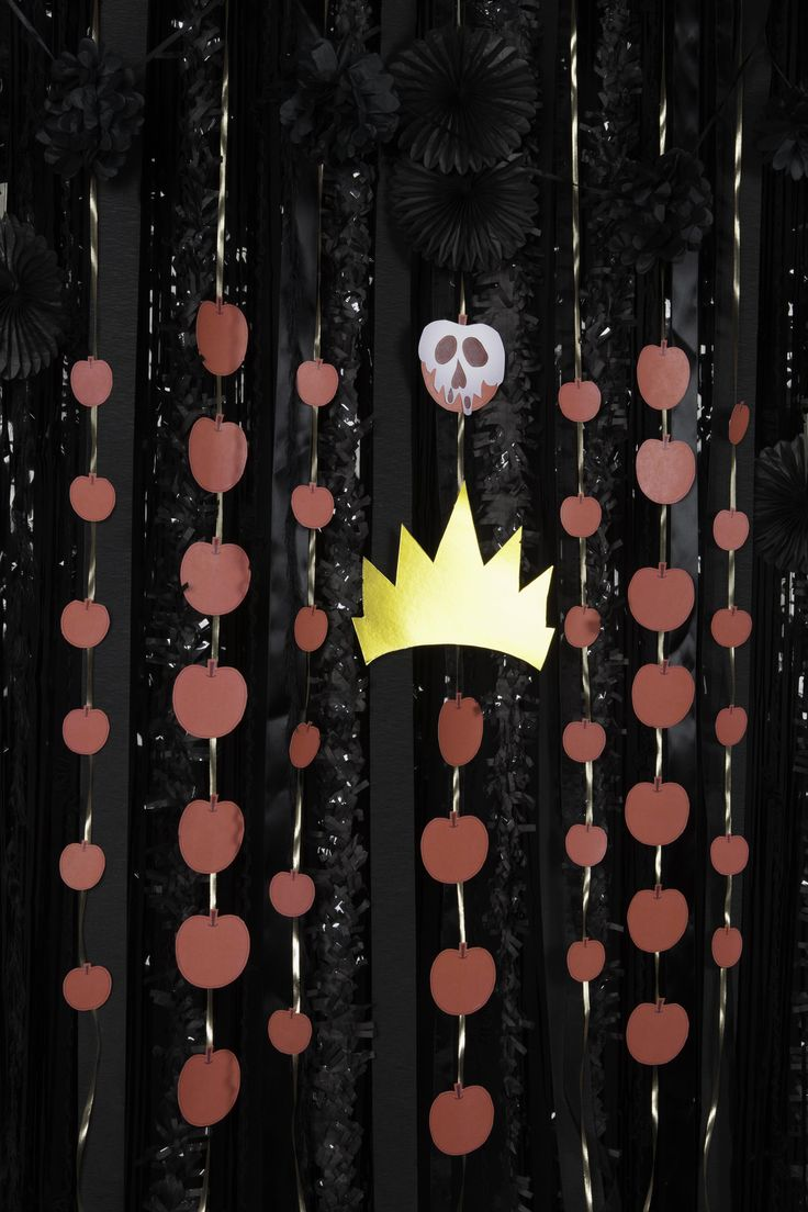Create a sinfully decorative Disney Villains wall hanger inspired by the baddest meanies of them all: the Queen of Hearts, Ursula and the Evil Queen.