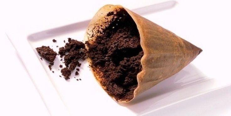 Koffie!!!! Na water, wordt koffie beschouwd als de meest populaire drank ter wereld.  We houden er allemaal van om dagelijks koffie te drinken.  Maar we gooien evenzeer met z'n allen de bodem van de koffie weg, zonder te beseffen wat de voordelen er van zijn.  Hier volgen 13 manieren waarbij je opgedroogde koffie ( op een vel papier bijvoorbeeld) kunt gebruiken