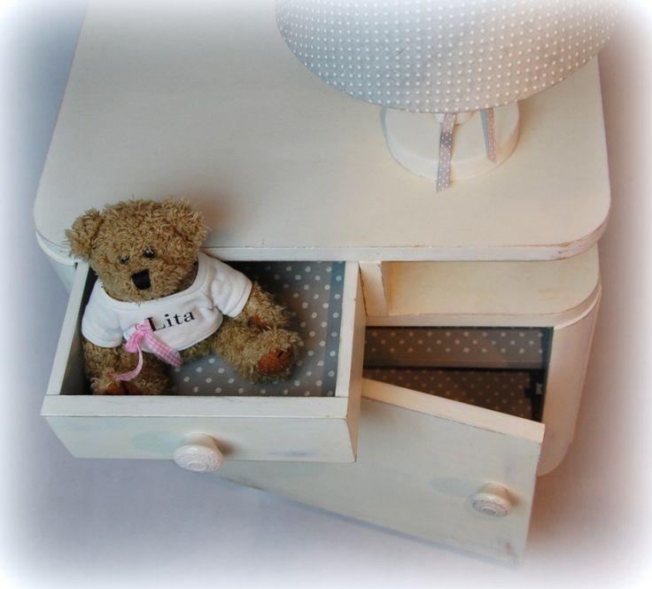 Odkładamy książeczki! Przyjemnych snów, maleństwo - czyli stolik nocny dla dziecka - Izabela Lea eS.