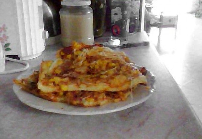 Gluténmentes pizza csak rizslisztből recept képpel. Hozzávalók és az elkészítés részletes leírása. A gluténmentes pizza csak rizslisztből elkészítési ideje: 40 perc