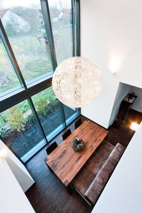 Einfamilienwohnhaus in Heppenheim: Modern Esszimmer von Helwig Haus und Raum Planungs GmbH