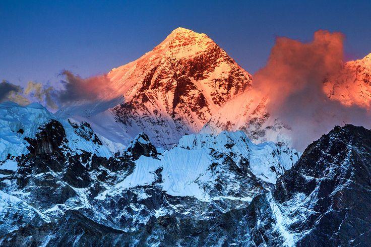 エベレスト山 — 中国とネパールの国境 | 【写真】山脈、大河、湖……世界の17の自然的国境