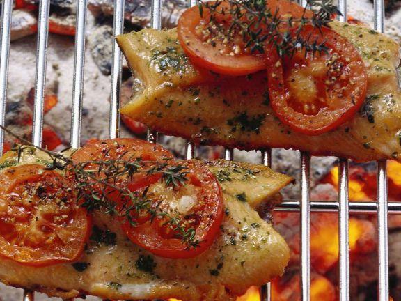 Regenbogenforelle mit Tomaten ist ein Rezept mit frischen Zutaten aus der Kategorie Fruchtgemüse. Probieren Sie dieses und weitere Rezepte von EAT SMARTER!