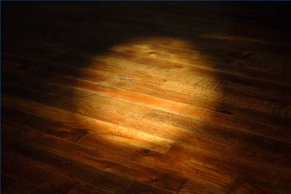 How to Lay Laminate Wood Flooring Over Tile