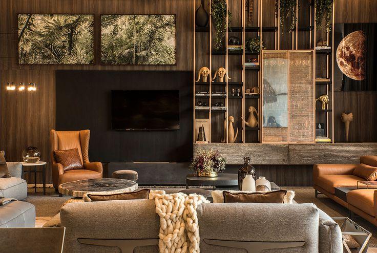 Decoração, design de interiores, decoração de casa, iluminação, obra de arte, quadro, pintura, flores, plantas, flores na decoração, plantas na decoração, sala de estar, sofá, sofá cinza, poltrona,