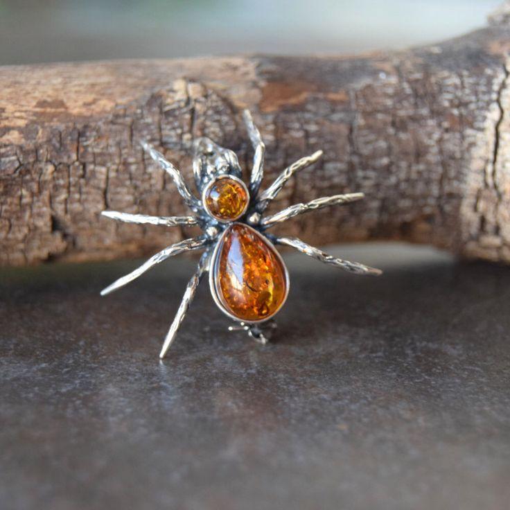 """Broche plata de ley con ambar """"Araña"""" de ambarico en Etsy https://www.etsy.com/es/listing/466015687/broche-plata-de-ley-con-ambar-arana"""