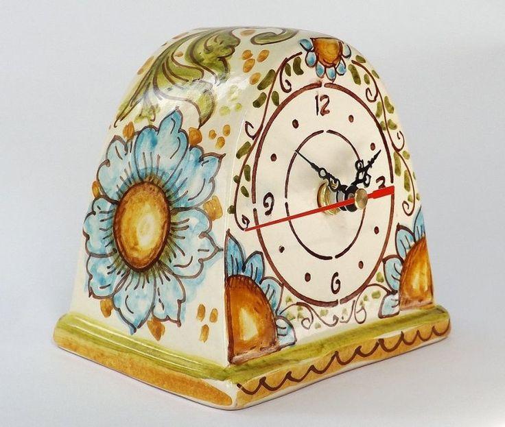 Orologi da tavolo - Ghenos  Orologio da tavolo realizzato a mano in ceramica e decorato con fantasia floreale, smalto craquelè  on www.madeinitalystore.me  #artigianato #madeinitaly #messina #maioliche #orologio #fiori