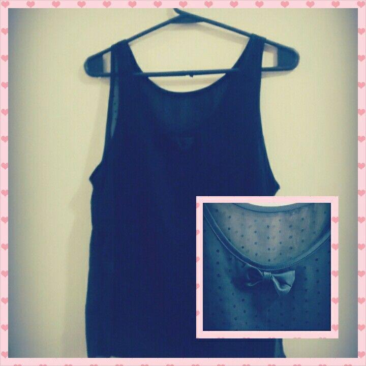 Blusa negra transparente con moño
