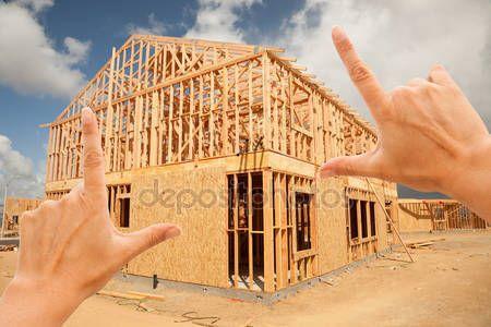 Yükle - Eller inşaat alanı üzerinde ev çerçeve çerçeveleme - Stok İmaj #5186745