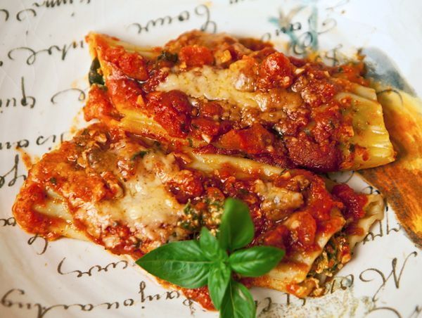 Spinach Ricotta Manicotti.  Then make a simple meat sauce with ground turkey or chicken. Spoon over manicotti. Mouth is watering.
