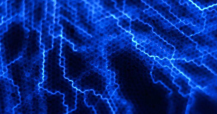 Tipos de bobinas de Tesla. Una bobina de Tesla es un transformador de alta frecuencia con núcleo de aire que puede crear potentes campos eléctricos. Las bobinas convierten la electricidad en una forma de alto voltaje con una alta frecuencia y luego la bombean por el aire o hacia un objeto conectado a tierra. La bobina de Tesla se llama así por su inventor, Nikola Tesla, un ...