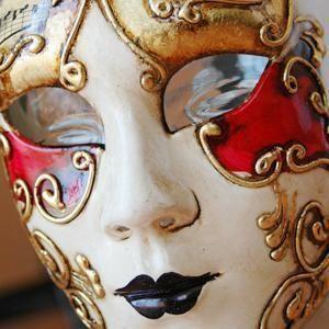 Come fare maschere di gesso. Il gesso in vendita è un materiale utilizzato soprattutto nel settore della medicina, ma a volte è ugualmente utilizzato per attività ludiche e artistiche. È il caso delle maschere di gesso; una diver...