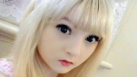 Venus Palermo, she is a 15 years old girl in England.. She can teach you how to make up yourself a living doll....