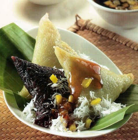 Lupis (glutinous rice cake with palm sugar syrup and grated coconut)